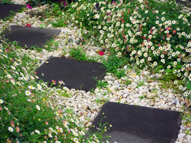 Gartenweg » Ideen für schöne Materialien, kreative Gestaltung und mehr