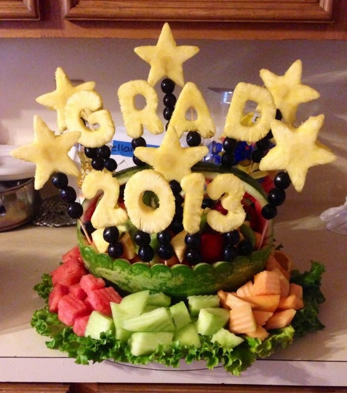 Grad Fruit tray www.facebook.com/IncredibleFruitArrangements in Houston,Tx  | Graduation party desserts, Halloween food for party, Graduation party  foods