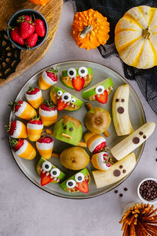 Halloween Fruit Tray - Easy Peasy Meals