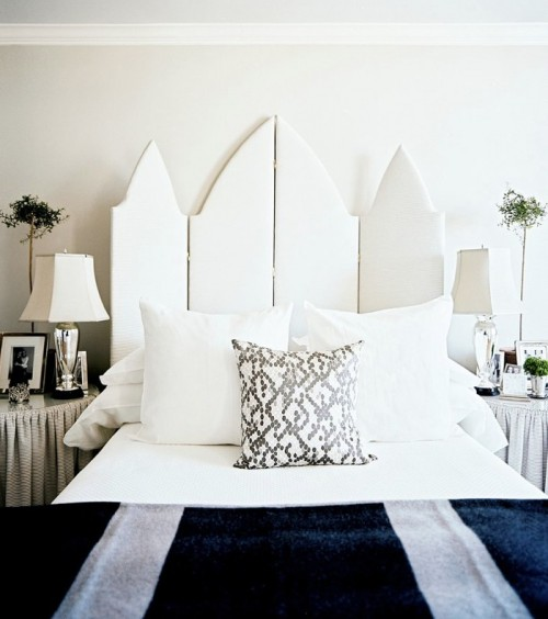 https://i.shelterness.com/room-dividers-as-headboards-2-500x564.jpg