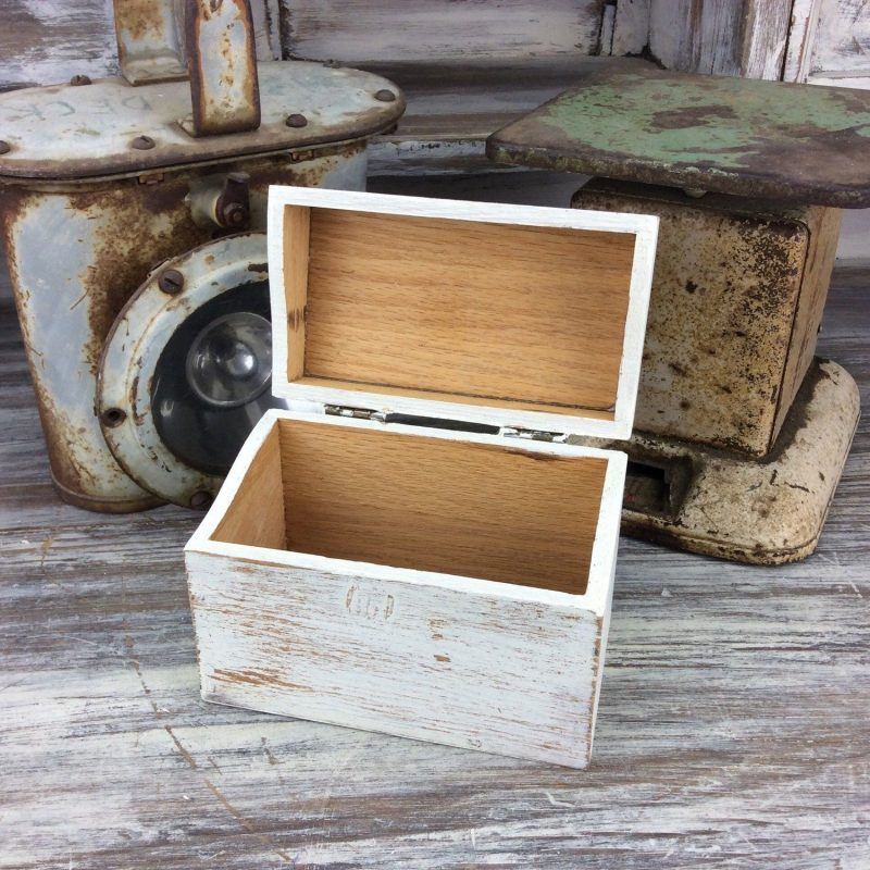 RUSTIC RECIPE BOX, Wood Recipe Box, Home And Storage, White Recipe Storage,  Farmhouse Decor, Kitchen Decor… | Rustic recipe box, Kitchen decor, How to  distress wood