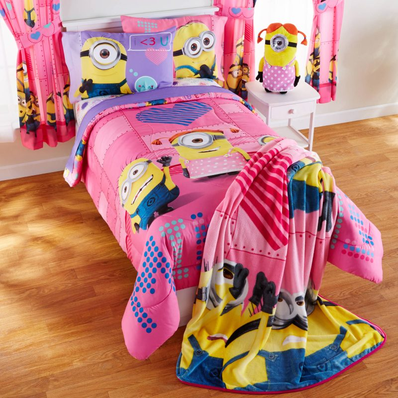 "Universal Minions Girl ""Cuddle Me"" Pillow Buddy, 1 Each - Walmart.com -  Walmart.com"