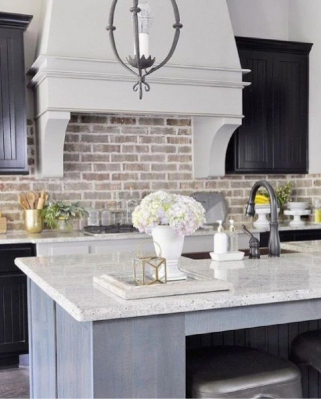 Whitewashed And White Brick Backsplashes To Add Texture In The Kitchen -  GODIYGO.COM